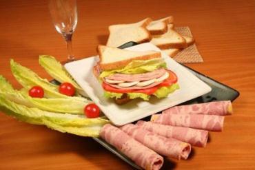 فرآوردههای گوشتی تحت تأثیر گرانی گوشت قرمز